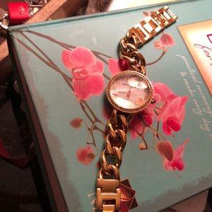 Beautiful watch gold tone